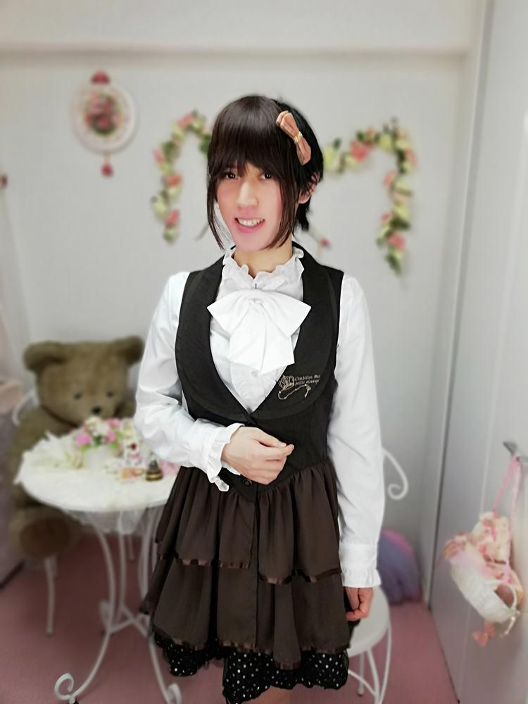 新大阪の女装サロン「ひめべや」のお客様の写真です。あかりさんのaxes femmeの服です。