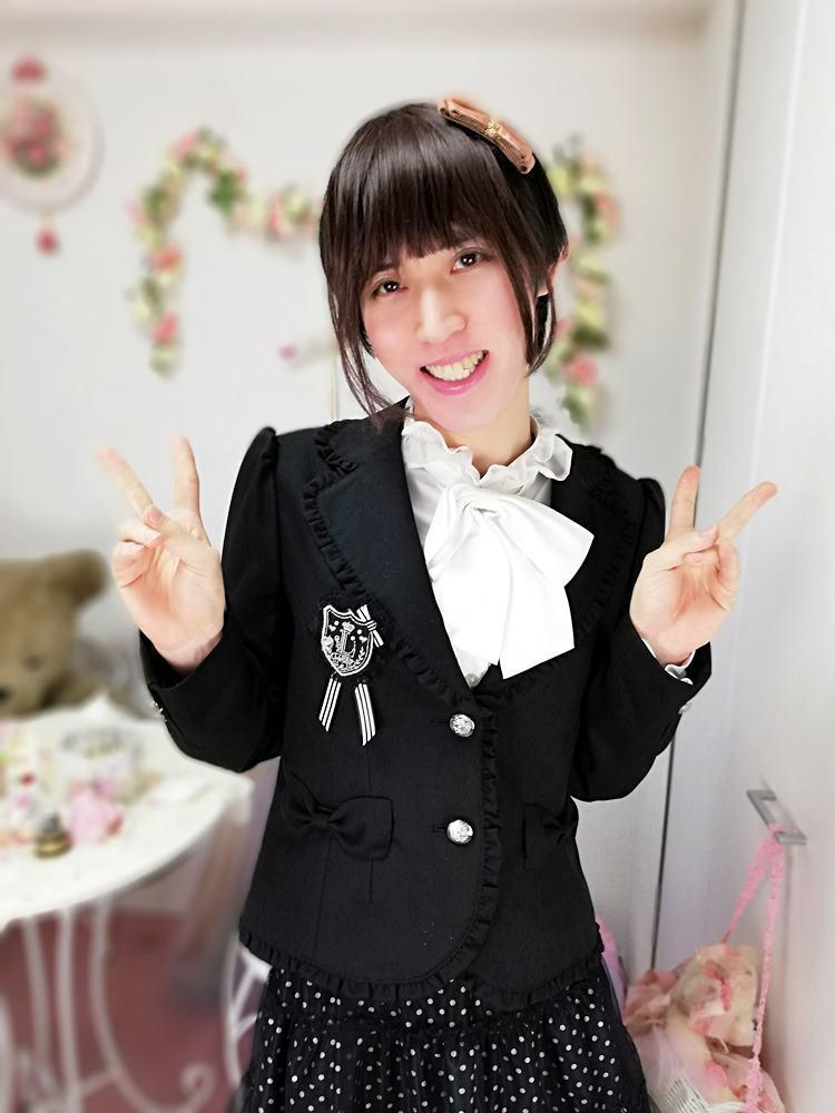 新大阪の女装サロン「ひめべや」のお客様の写真です。あかりさんのアンサンブルスーツです。