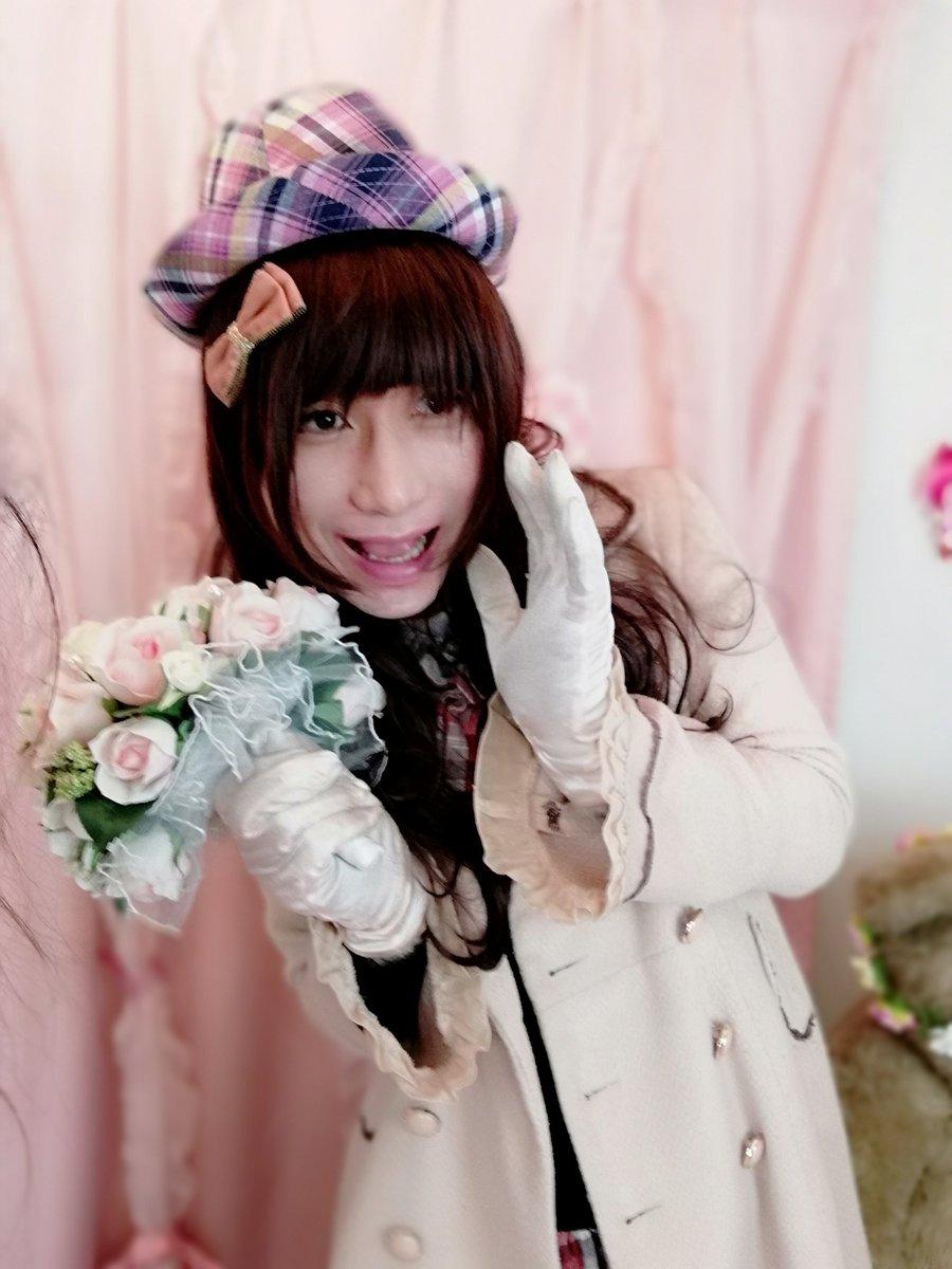 新大阪の女装サロン「ひめべや」のお客様の写真です。ナカシママリアさんのaxesコート姿です。