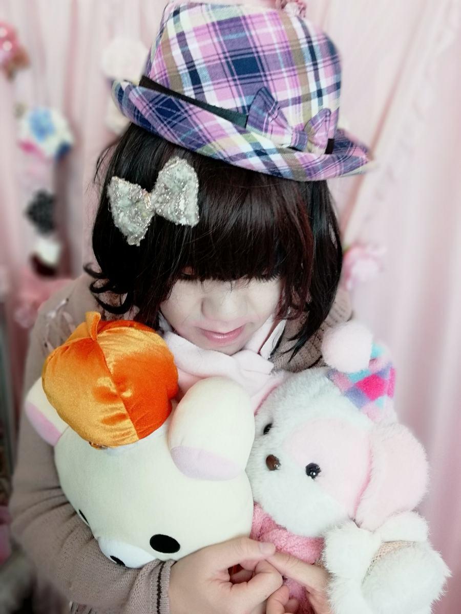 新大阪の女装サロン「ひめべや」のお客様の写真です。由夏さんのコート写真です。