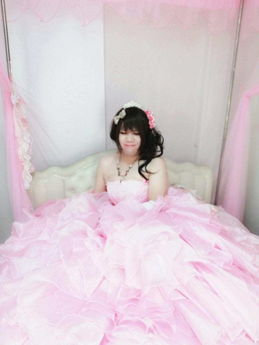 新大阪の女装サロン「ひめべや」のお客様の写真です。由夏さんのドレス写真・全身です。