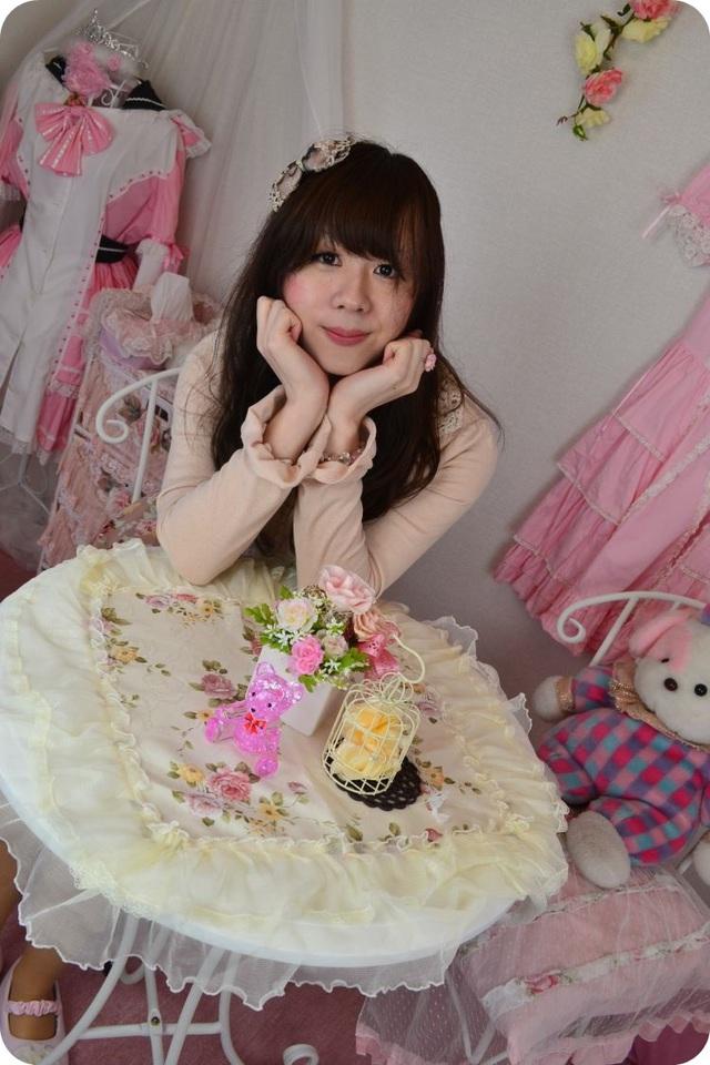 新大阪の女装サロン「ひめべや」のテーブル。新大阪の女装サロン「ひめべや」はあなたの「女の子になりたい」を叶えるサロンです。