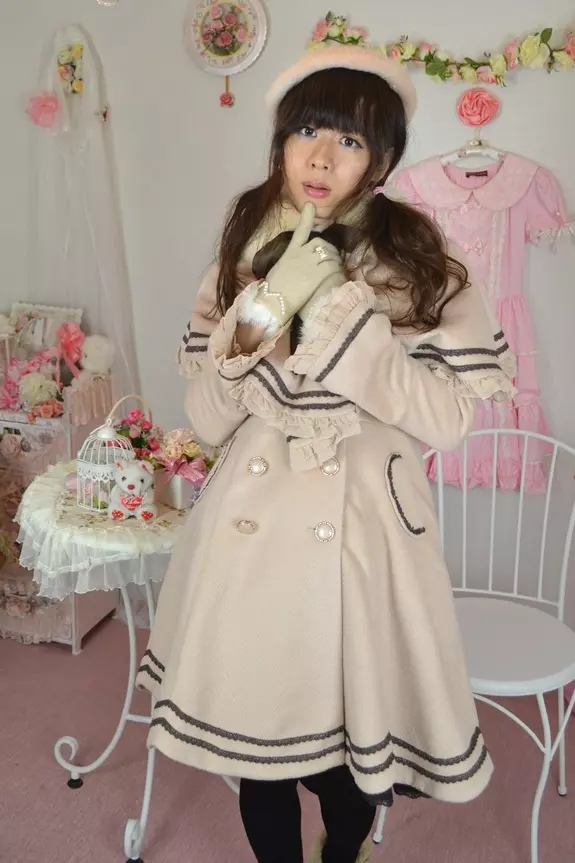 姫コート。新大阪の女装サロン「ひめべや」の衣装です。「ひめべや」はあなたの「女の子になりたい」を叶えるサロンです。