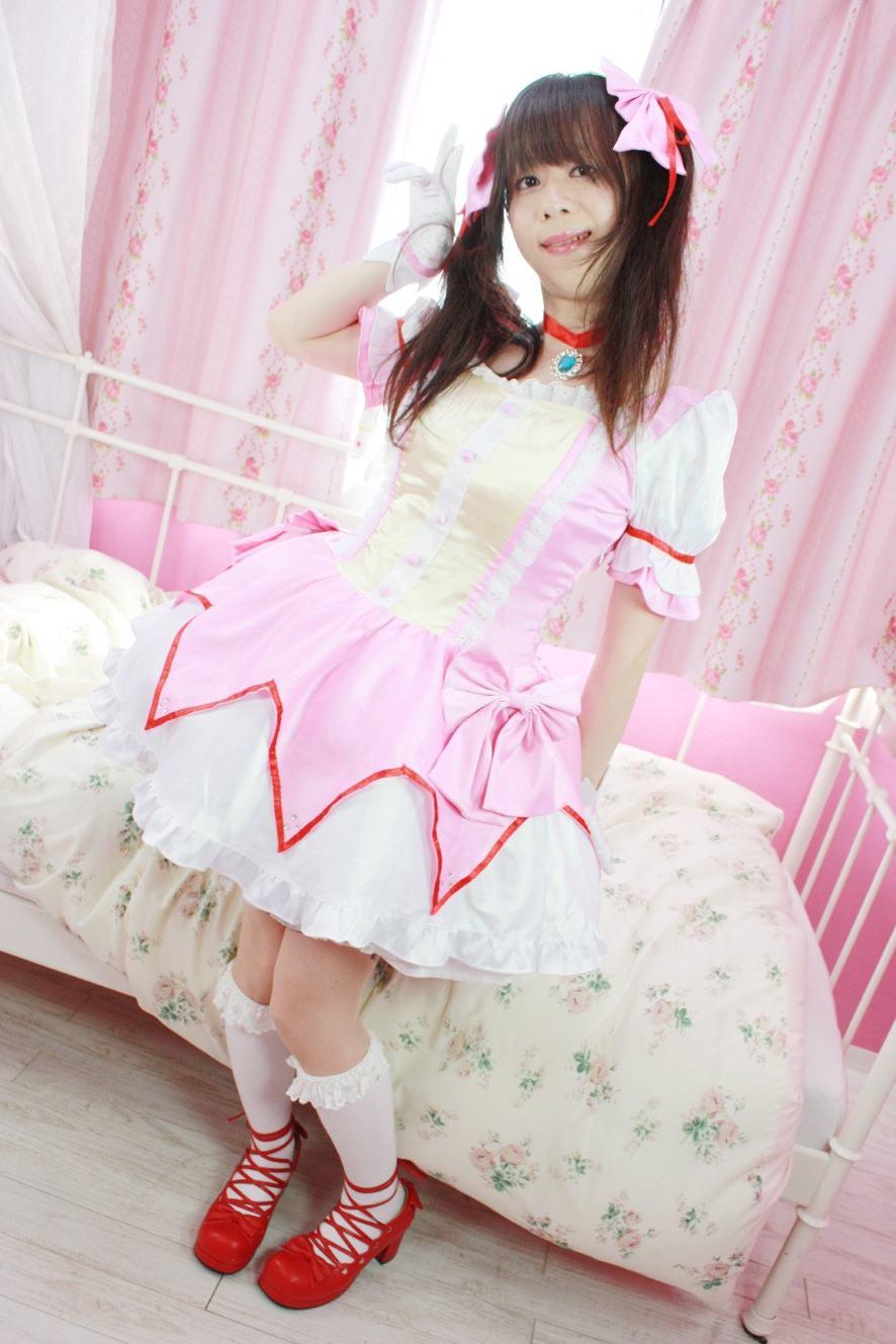 鹿目まどか。新大阪の女装サロン「ひめべや」の衣装です。「ひめべや」はあなたの「女の子になりたい」を叶えるサロンです。