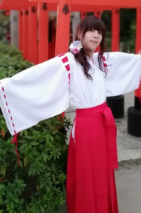 巫女。新大阪の女装サロン「ひめべや」の衣装です。「ひめべや」はあなたの「女の子になりたい」を叶えるサロンです。