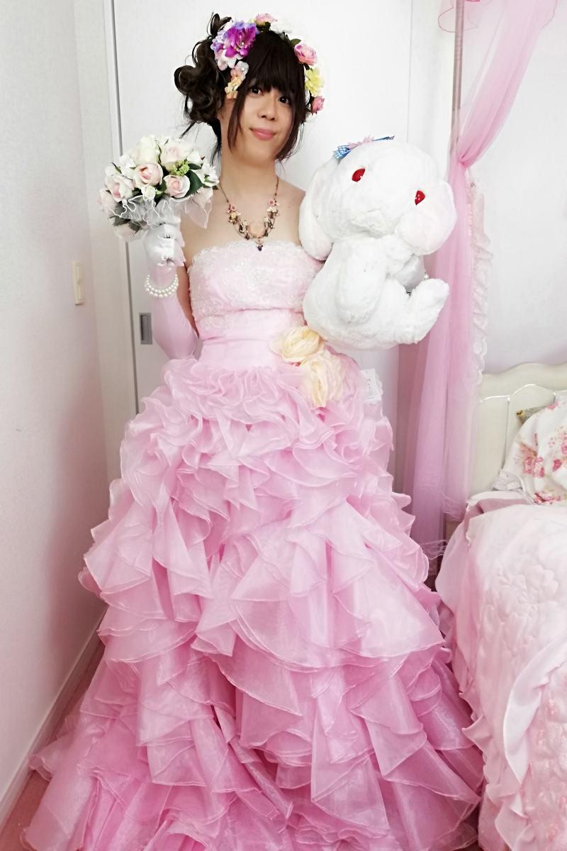 お姫様ドレス・ピンク。新大阪の女装サロン「ひめべや」の衣装です。「ひめべや」はあなたの「女の子になりたい」を叶えるサロンです。