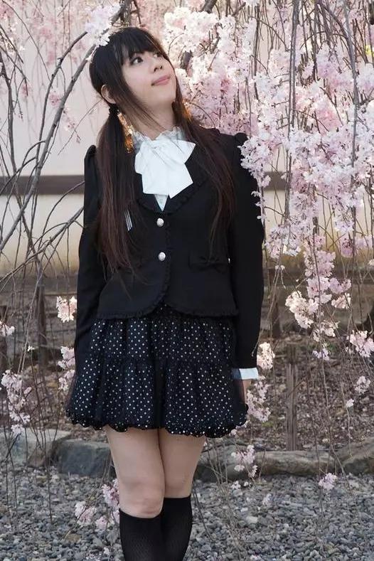 アンサンブルスーツ。新大阪の女装サロン「ひめべや」の衣装です。「ひめべや」はあなたの「女の子になりたい」を叶えるサロンです。