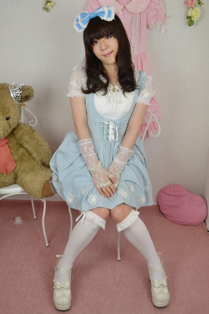 アリス。新大阪の女装サロン「ひめべや」の衣装です。「ひめべや」はあなたの「女の子になりたい」を叶えるサロンです。