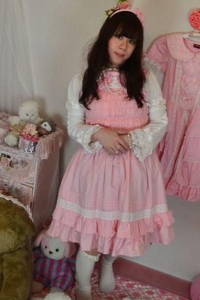 BABYピンク。新大阪の女装サロン「ひめべや」の衣装です。「ひめべや」はあなたの「女の子になりたい」を叶えるサロンです。