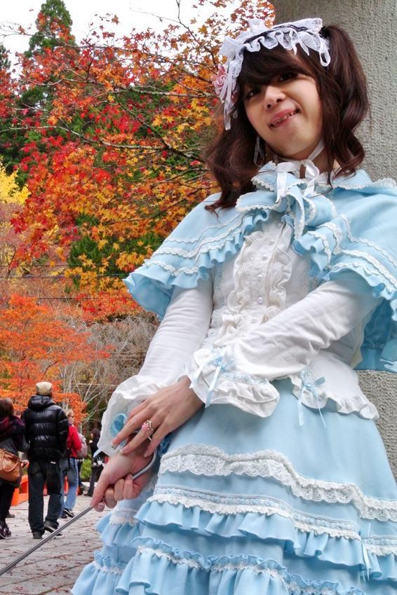 水色ロリィタ。新大阪の女装サロン「ひめべや」の衣装です。「ひめべや」はあなたの「女の子になりたい」を叶えるサロンです。