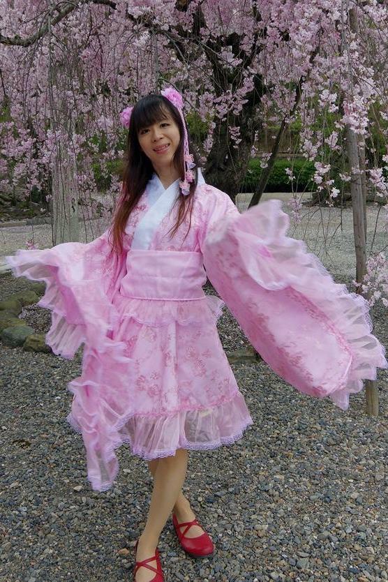 桜和風ロリ。新大阪の女装サロン「ひめべや」の衣装です。「ひめべや」はあなたの「女の子になりたい」を叶えるサロンです。