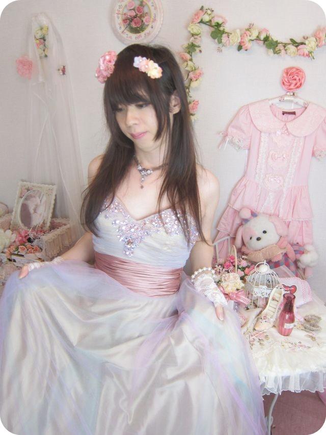 新大阪の女装サロンひめべやでは、お姫様ドレスやチャイナドレスなど、とにかく可愛い服をたくさんご用意しております☆