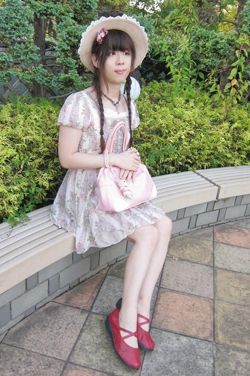 編み上げワンピ。新大阪の女装サロン「ひめべや」の衣装です。「ひめべや」はあなたの「女の子になりたい」を叶えるサロンです。