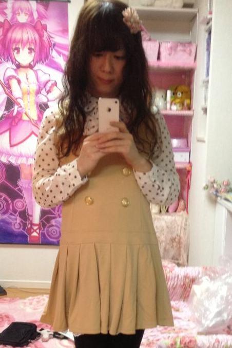 ベージュミニスカ。新大阪の女装サロン「ひめべや」の衣装です。「ひめべや」はあなたの「女の子になりたい」を叶えるサロンです。