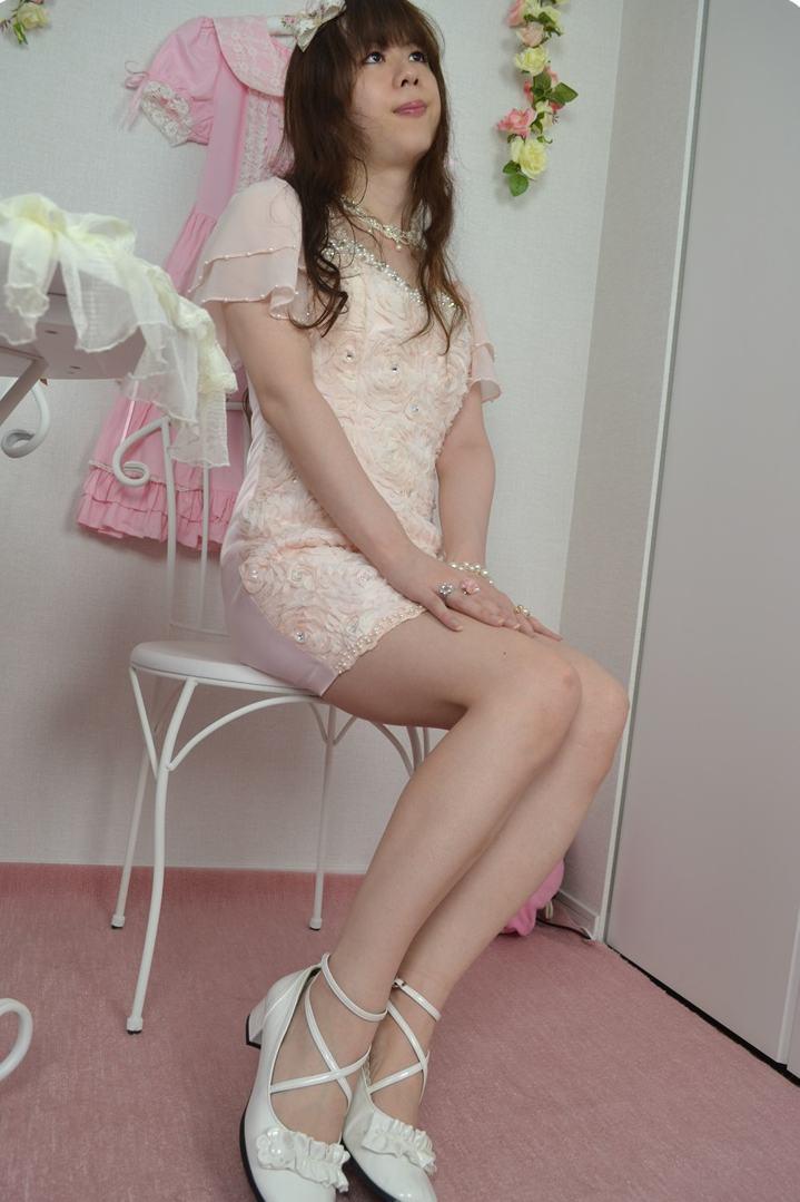 ワンピースドレス。新大阪の女装サロン「ひめべや」の衣装です。「ひめべや」はあなたの「女の子になりたい」を叶えるサロンです。