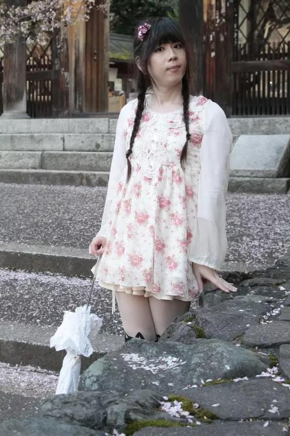 リズリサ花柄。新大阪の女装サロン「ひめべや」の衣装です。「ひめべや」はあなたの「女の子になりたい」を叶えるサロンです。