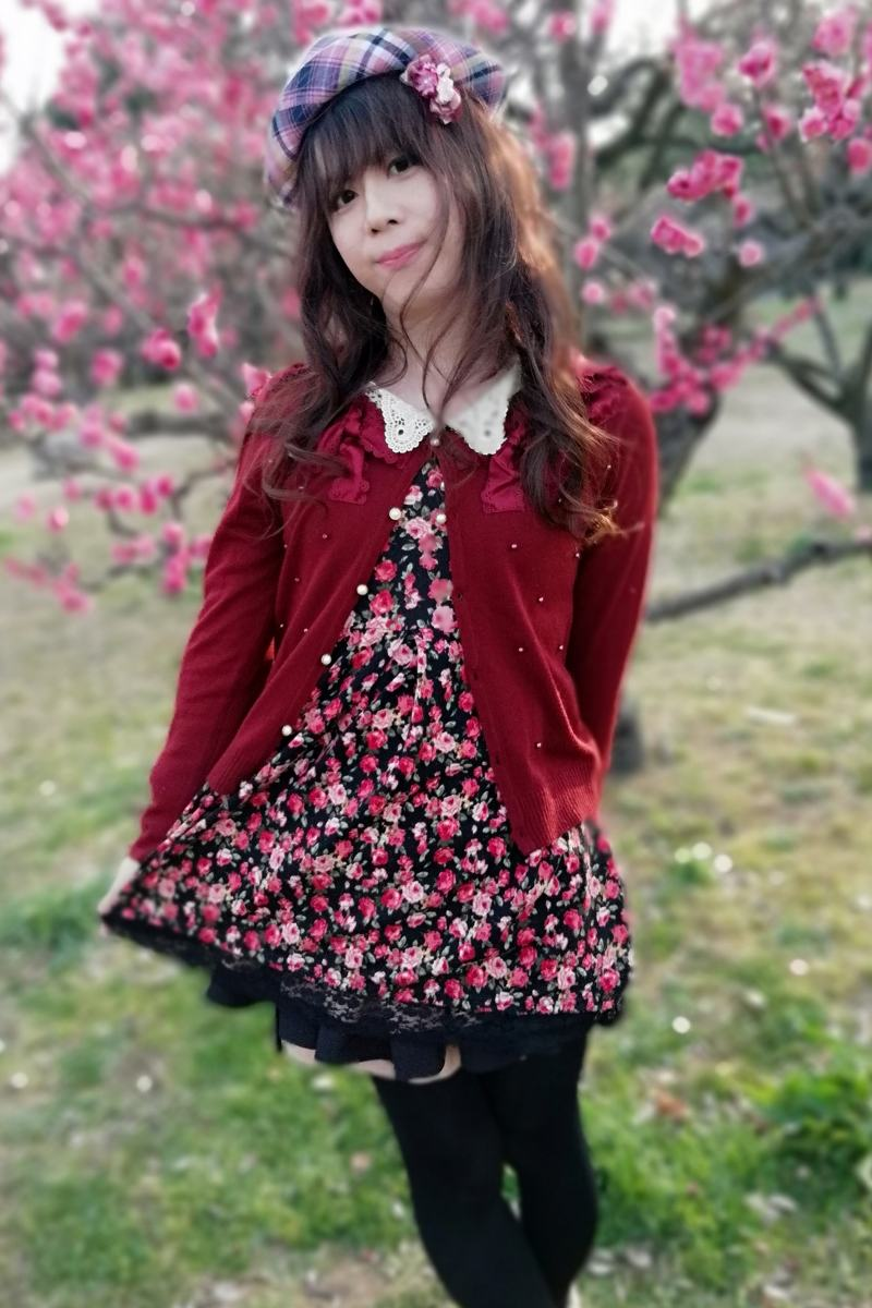 黒花柄。新大阪の女装サロン「ひめべや」の衣装です。「ひめべや」はあなたの「女の子になりたい」を叶えるサロンです。