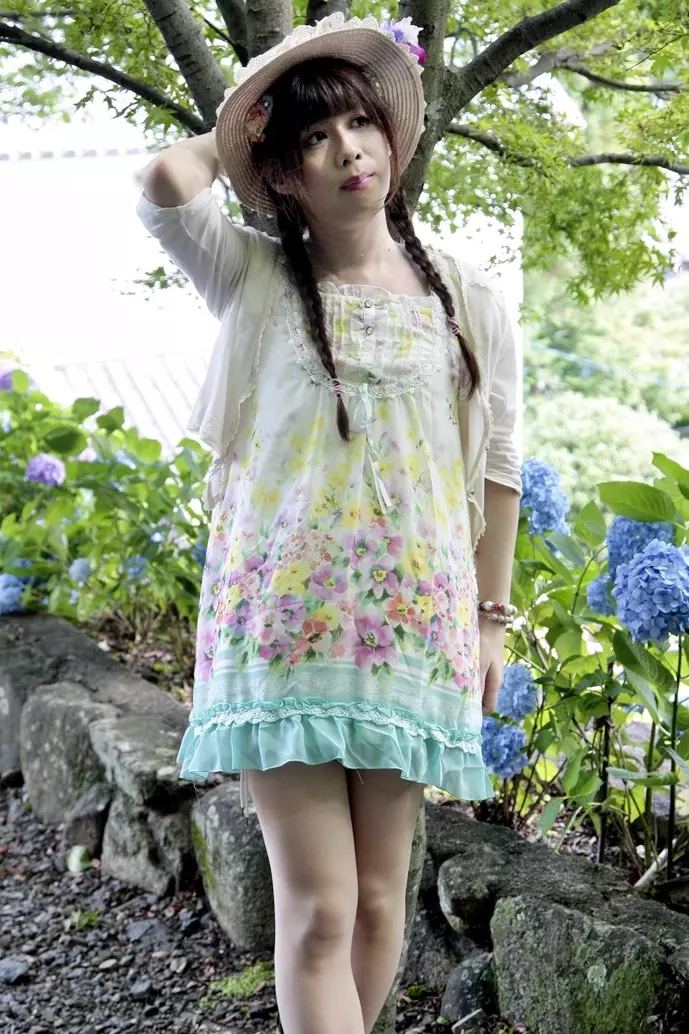 夏仕様ワンピ。新大阪の女装サロン「ひめべや」の衣装です。「ひめべや」はあなたの「女の子になりたい」を叶えるサロンです。