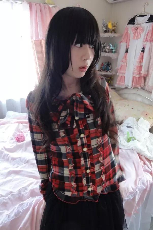 赤黒チェック。新大阪の女装サロン「ひめべや」の衣装です。「ひめべや」はあなたの「女の子になりたい」を叶えるサロンです。