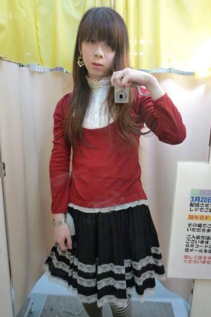 赤黒ふりふり。新大阪の女装サロン「ひめべや」の衣装です。「ひめべや」はあなたの「女の子になりたい」を叶えるサロンです。