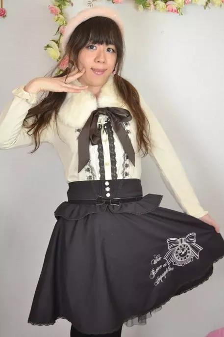 axes白黒。新大阪の女装サロン「ひめべや」の衣装です。「ひめべや」はあなたの「女の子になりたい」を叶えるサロンです。