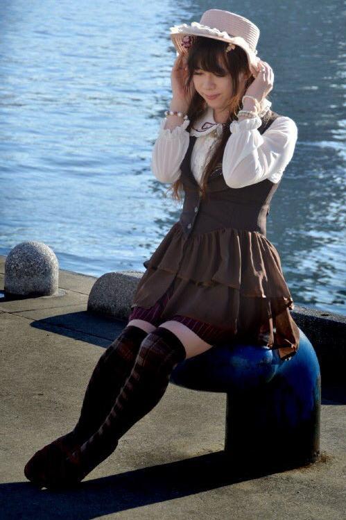 axesブラウン。新大阪の女装サロン「ひめべや」の衣装です。「ひめべや」はあなたの「女の子になりたい」を叶えるサロンです。