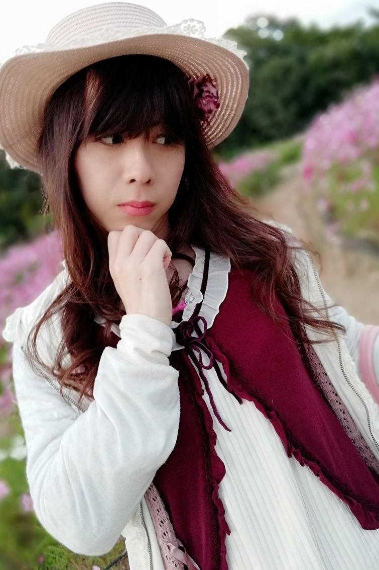axes赤。新大阪の女装サロン「ひめべや」の衣装です。「ひめべや」はあなたの「女の子になりたい」を叶えるサロンです。