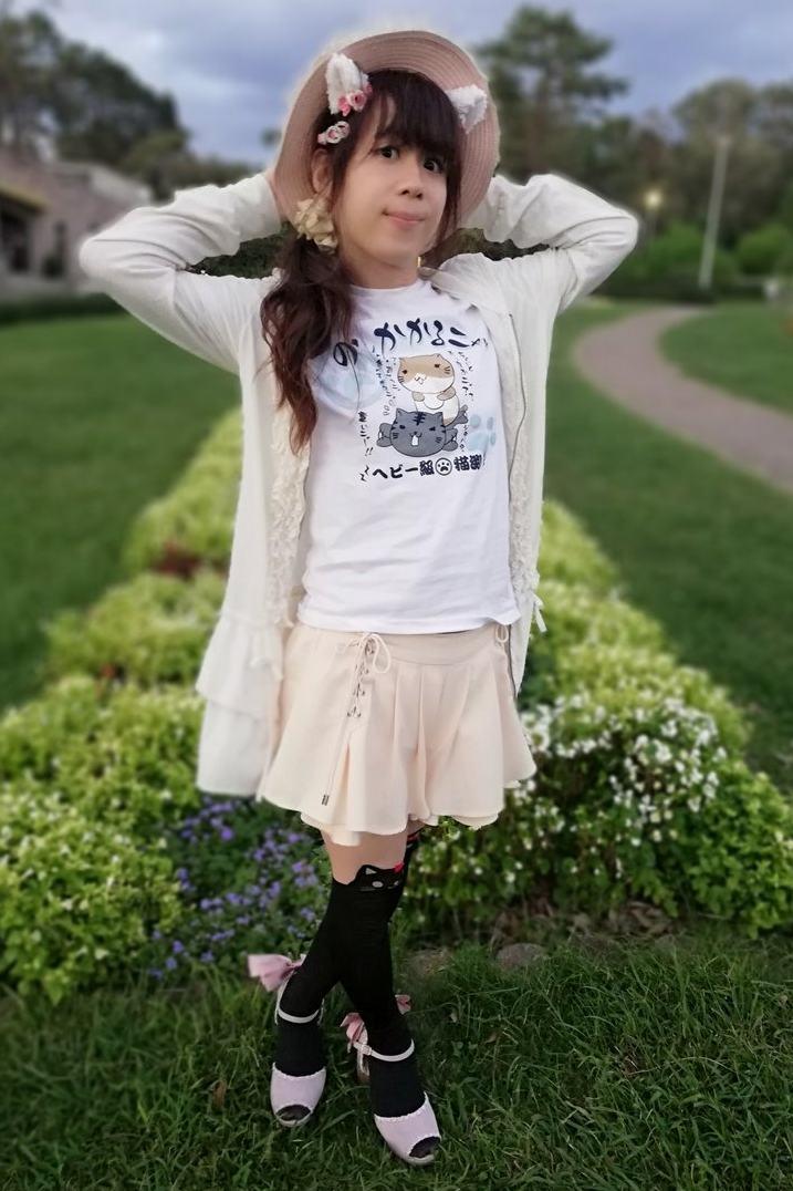 ねこぶちさんTシャツ。新大阪の女装サロン「ひめべや」の衣装です。「ひめべや」はあなたの「女の子になりたい」を叶えるサロンです。