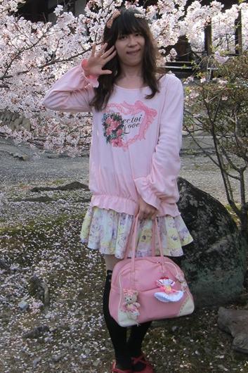 長袖ピンク。新大阪の女装サロン「ひめべや」の衣装です。「ひめべや」はあなたの「女の子になりたい」を叶えるサロンです。