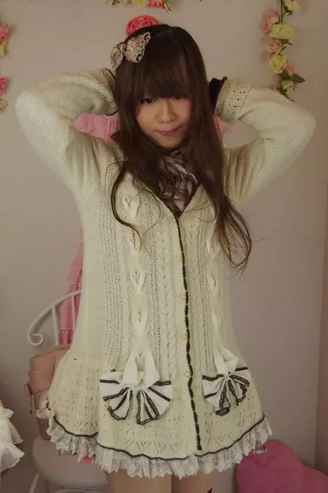axes上着白。新大阪の女装サロン「ひめべや」の衣装です。「ひめべや」はあなたの「女の子になりたい」を叶えるサロンです。